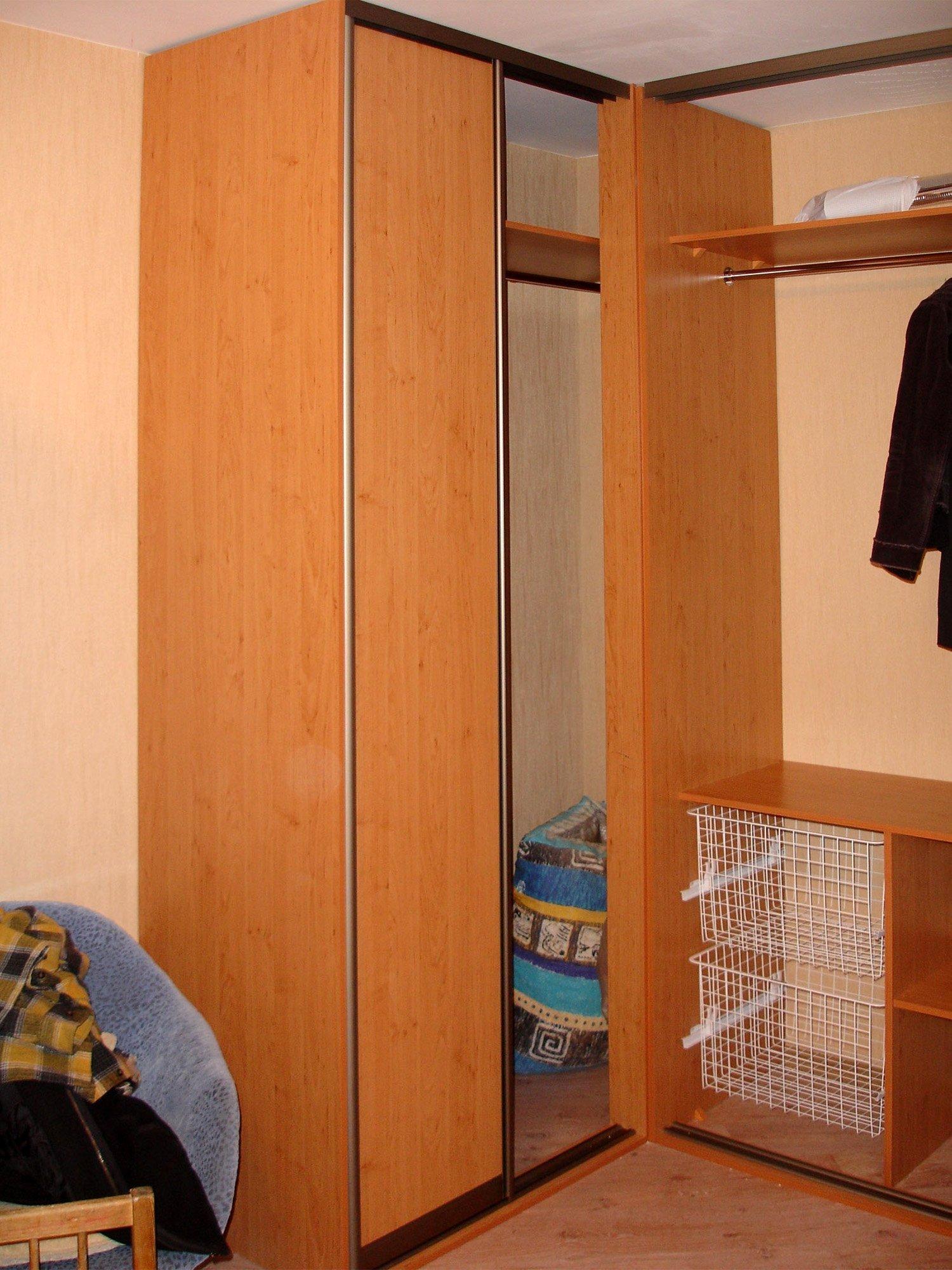 Шкаф небольшой