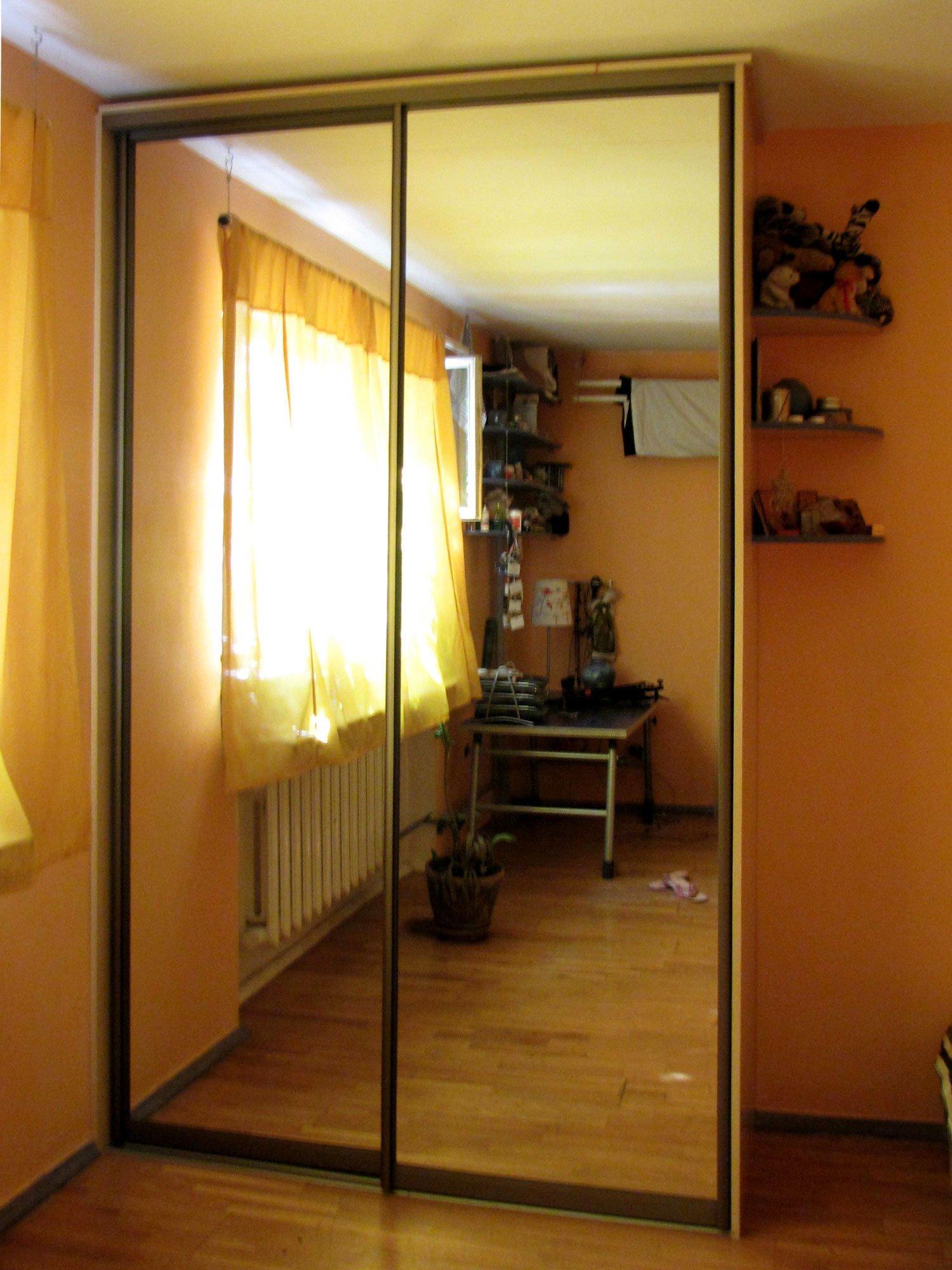 Pixaz каталог: шкаф купе в маленькую спальню.
