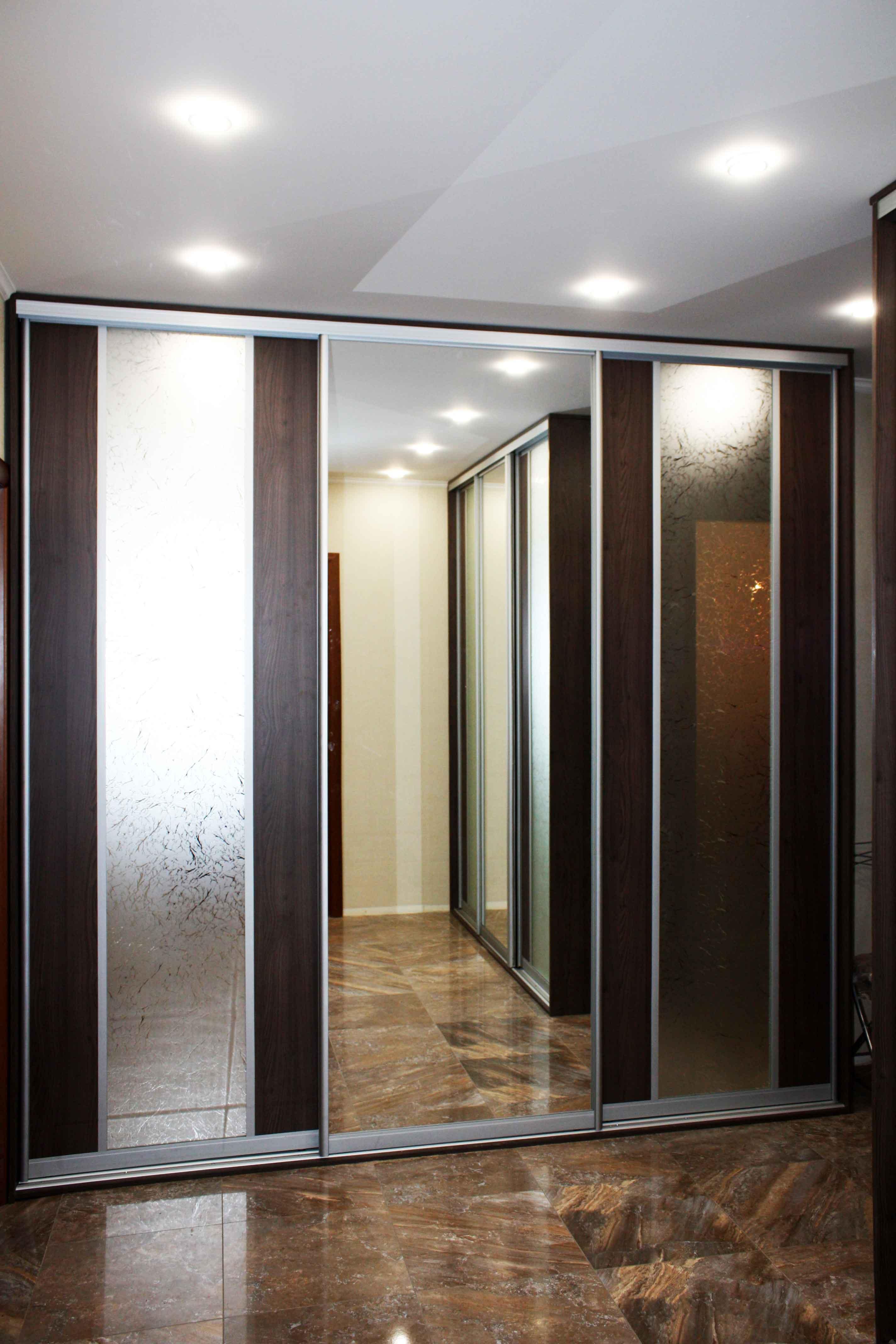 116 трехдверный комбинированный шкаф купе с зеркалом